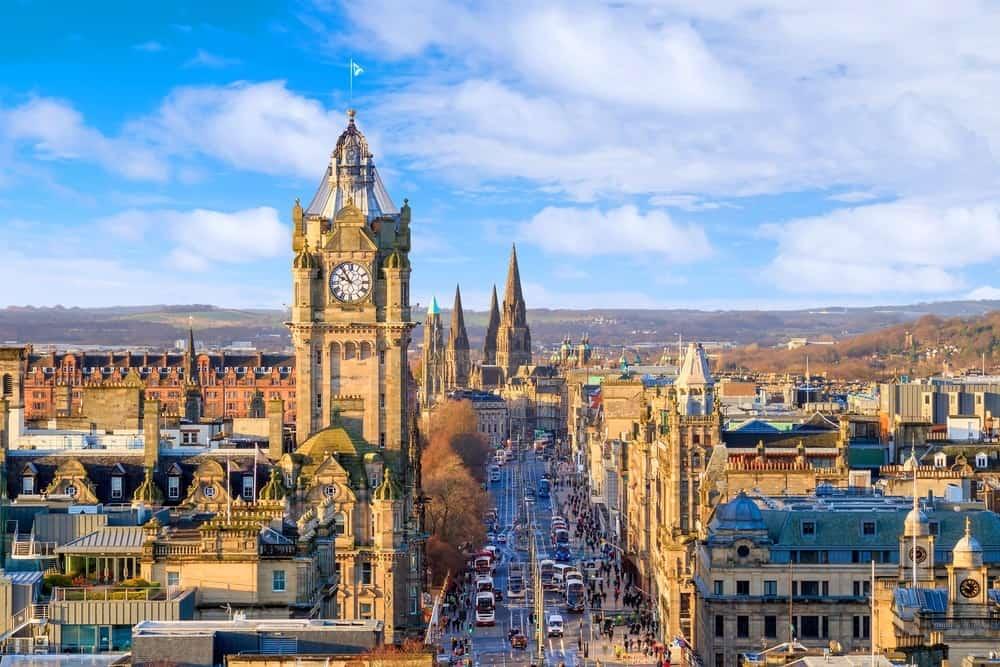 Best Time to Visit Edinburgh castle in Scotland UK