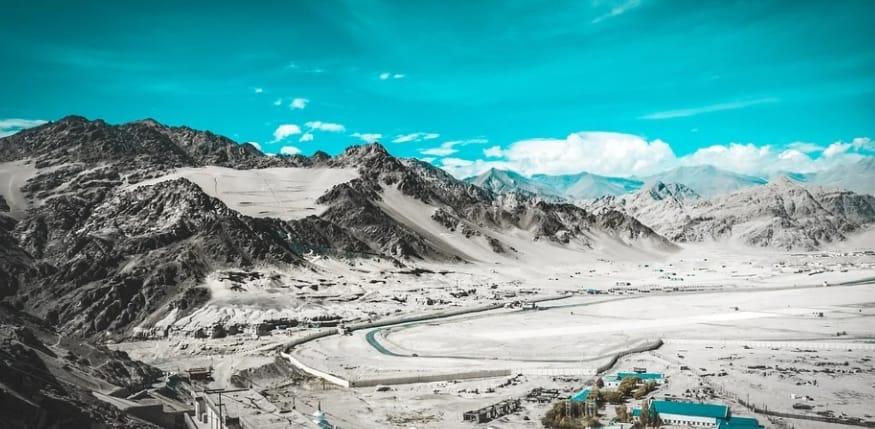 ladakh valley in winters