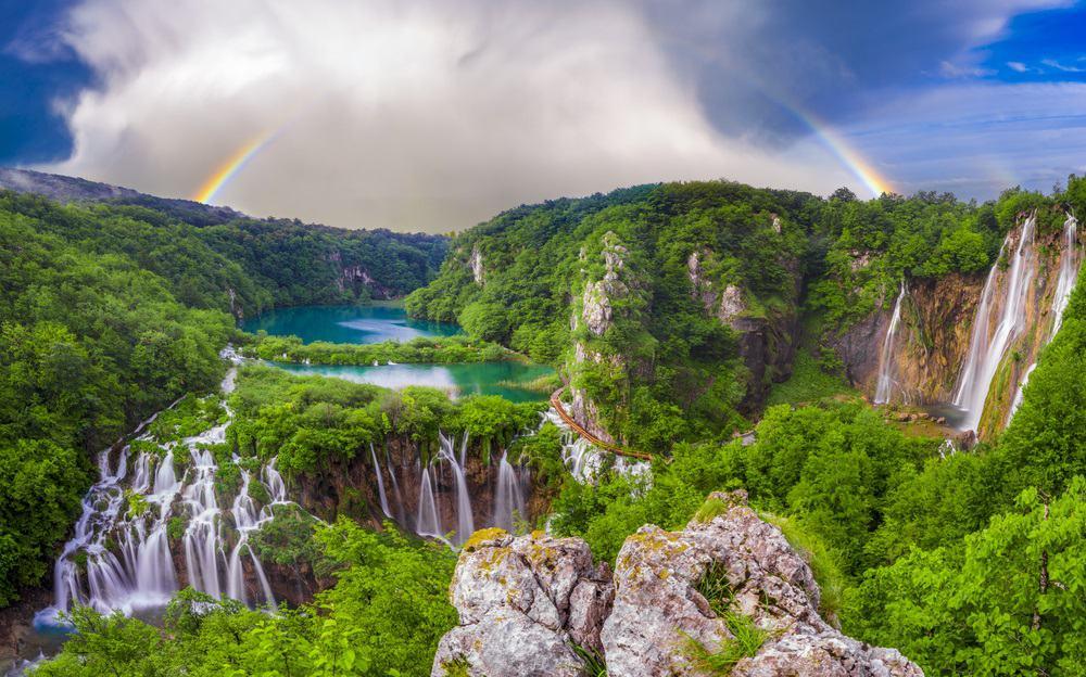 waterfalls in plitvice park croatia